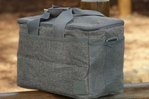 RIVACASE 5726 – мощная сумка-холодильник для пикников