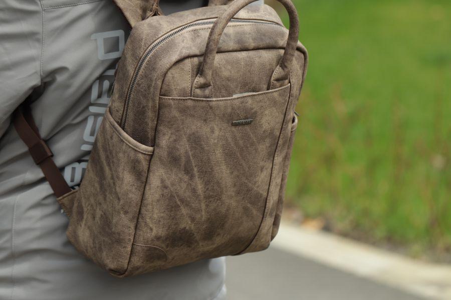 Огляд жіночого рюкзака RIVACASE 8925 - перш за все, для MAC-а!